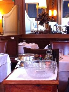 Aan tafel bereide tartaar in het Tivoli-hotel