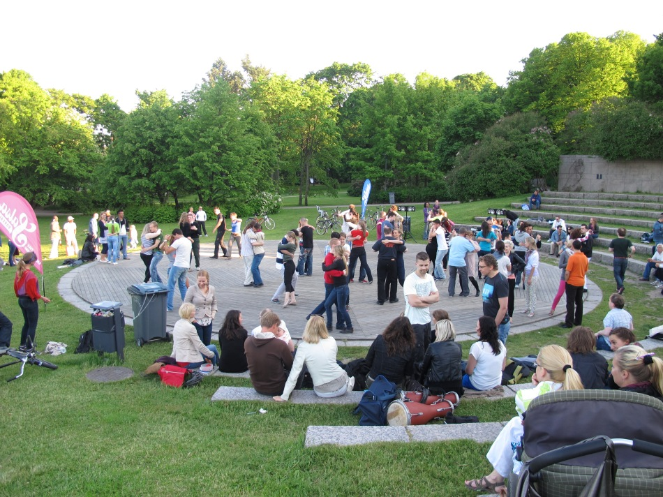 Salsa dancing in the centre of Helsinki
